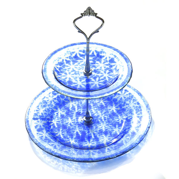 Cakestand-Smal-enamelled-doily-pattern-on-window-glass